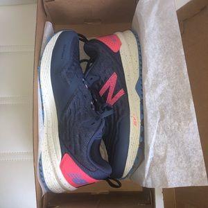 NWOT New Balance all terrain running shoes